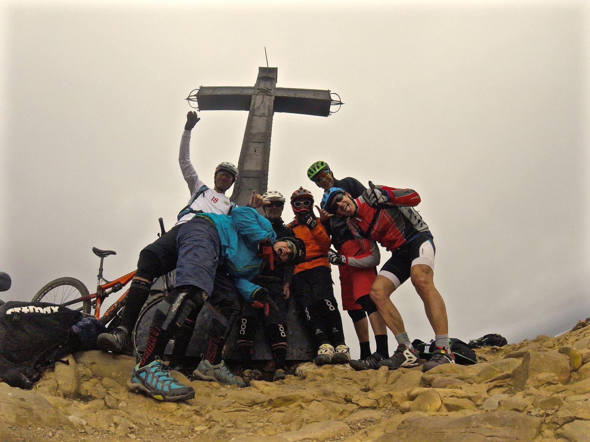 Foto de grupo en la cima.
